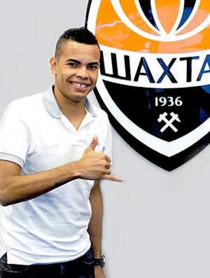 Dentinho no Shakhtar  (Foto: Divulgação / Site Oficial)