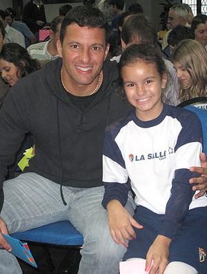 Washington com a filha em homenagem do Dia dos Pais (Foto: Cahê Mota / GLOBOESPORTE.COM)