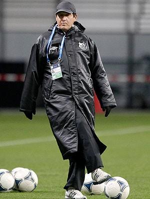 Muricy Ramalho no treino do Santos no Japão (Foto: AP)