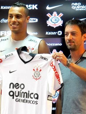 Elton é apresentado no Corinthians (Foto: Carlos Augusto Ferrari / GLOBOESPORTE.COM)