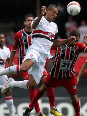 Luis Fabiano, do São Paulo, em jogo contra o Botafogo de Ribeirão Preto (Foto: Gaspar Nóbrega / VIPCOMM)