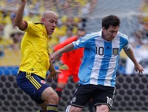 Bolivar e Messi, Colômbia x Argentina (Foto: AP)