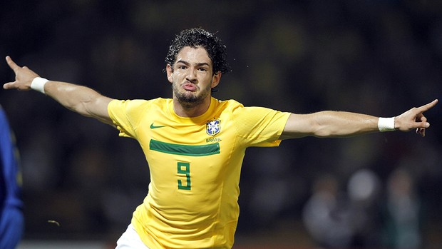 Pato comemora gol do Brasil (Foto: EFE)
