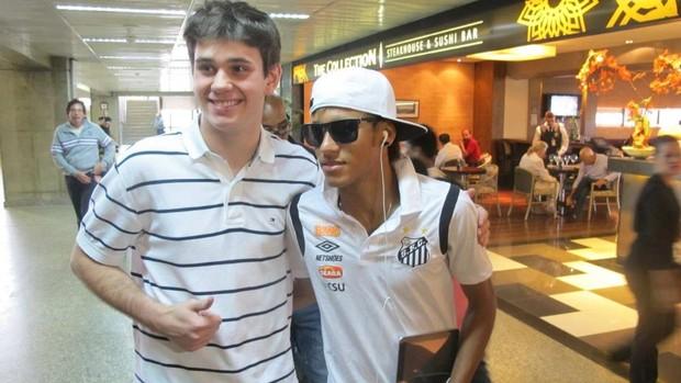 Neymar embarque Santos (Foto: Marcelo Hazan / Globoesporte.com)