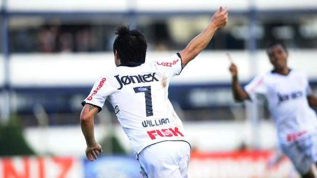 Willian comemora gol do Corinthians contra o São Caetano (Foto: Marcos Ribolli / globoesporte.com)