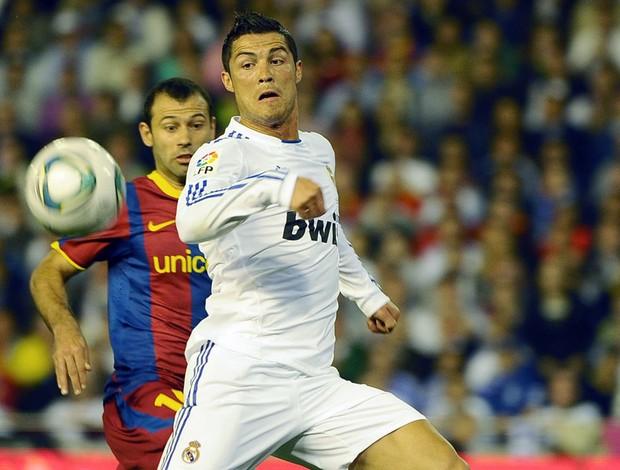 Cristiano Ronaldo na partida do Real Madrid contra o Barcelona (Foto: AFP)