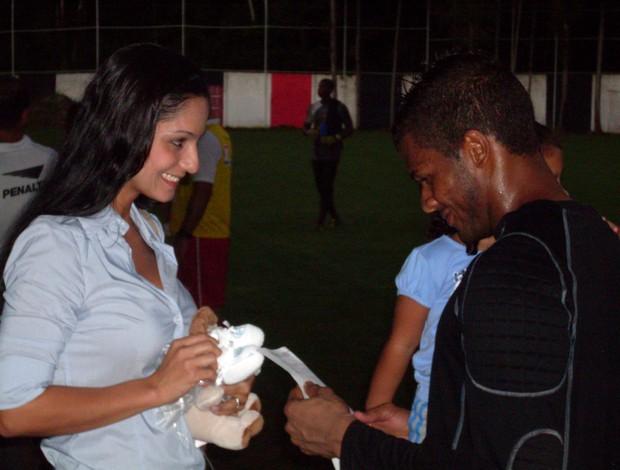 Viáfara com a esposa, Paola (Foto: Eric Luis Carvalho/Globoesporte.com)