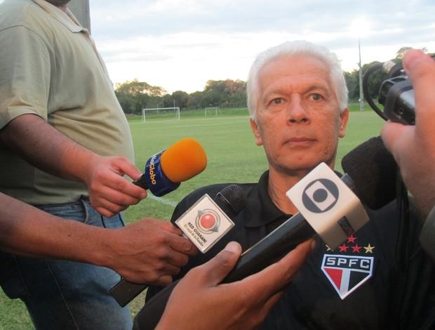 Leão em entrevista coletiva no Paraguai (Foto: Marcelo Prado / GLOBOESPORTE.COM)