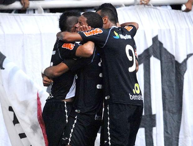 Vasco comemora vitória sobre o Fluminense (Foto: Alexandre Durão / GLOBOESPORTE.COM)