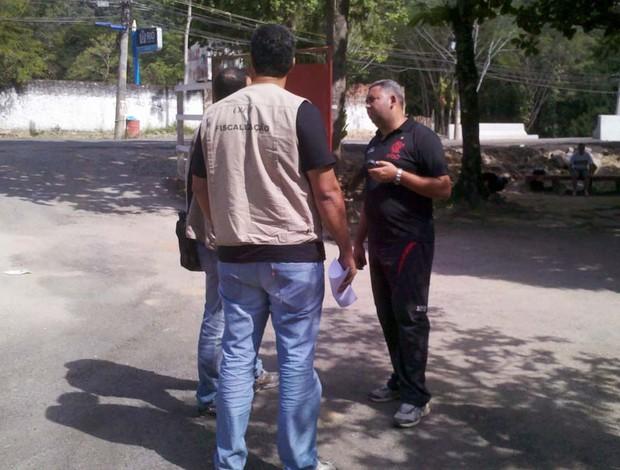 Fiscalização no Flamengo (Foto: Richard Souza / GLOBOESPORTE.COM)