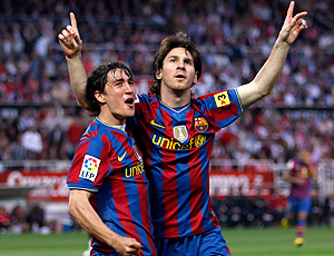 Messi e Bojan comemoram gol do Barcelona