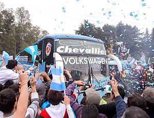 Ônibus leva a Seleção da Argentina ao aeroporto