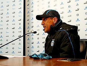 Silas, técnico do Grêmio em coletiva
