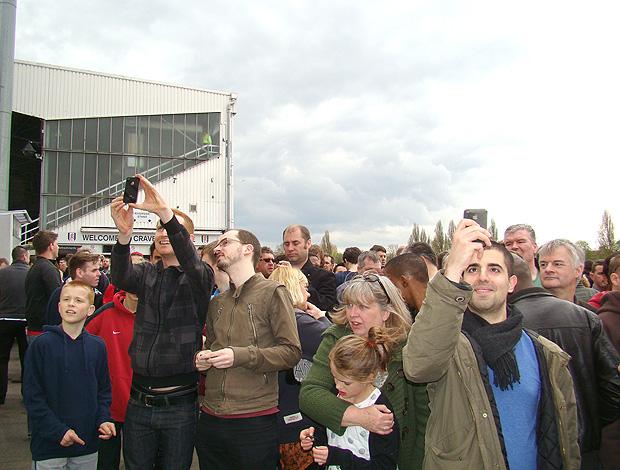 torcedores Fulham estátua Michael Jackson (Foto: Felipe Rocha / Globoesporte.com)