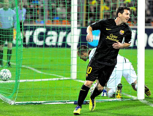Messi comemora gol do Barcelona contra o BATE (Foto: AFP)