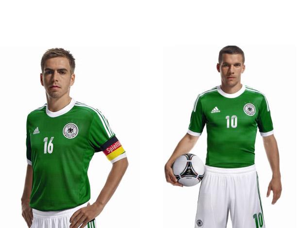 A camisa verde que esteve presente em momentos gloriosos da Seleção Alemã, voltará na Euro 2012.