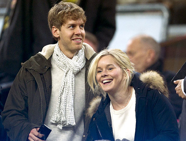 Vettel no Camp Nou durante jogo do Barcelona (Foto: EFE)