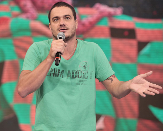 Rafa fala sobre BBB 12 no palco do Domingão (Foto: Domingão do Faustão / TV Globo)