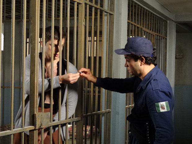 Élcio devolve o anel de noivado para Xavier (Foto: Morde & Assopra/TV Globo)