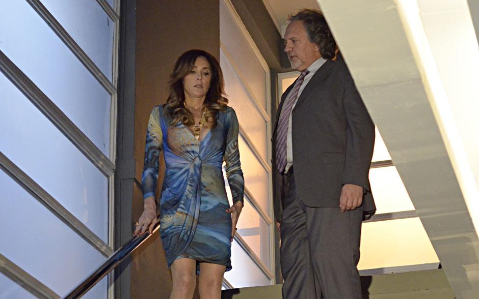 Tereza Cristina atrai o mafioso para a escada