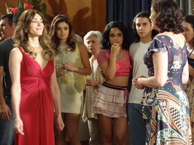 Tereza provoca Griselda (Foto: Fina Estampa/TV Globo)