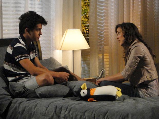 René Jr. pede para morar com Patrícia (Foto: Fina Estampa/ TV Globo)
