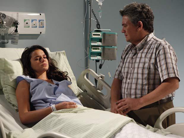 Belezinha reage com frieza ao saber que perdeu bebê (Foto: Aquele Beijo/TV Globo)