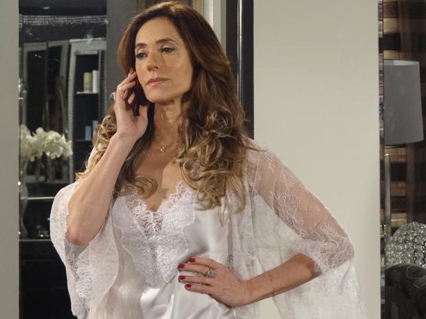 tereza cristina telefonema (Foto: Fina Estampa/TV Globo)