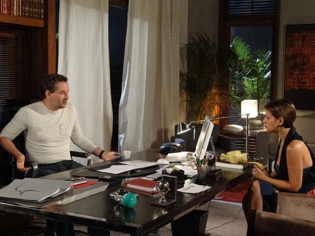 Paulo fica surpreso ao saber que Vanessa não quer mais ficar com ele (Foto: Fina Estampa/TV Globo)