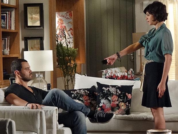 Miriam devolve anel de noivado a Fernando (Foto: Amor Eterno Amor/TV Globo)
