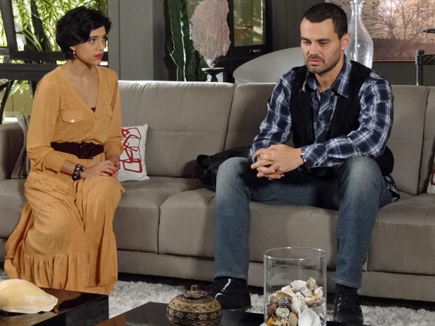 Miriam mente para Fernando durante conversa (Foto: Amor Eterno Amor / TV Globo)