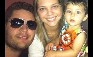 Pedro Leonardo com a esposa e a filha (Foto: Facebook / Reprodução)