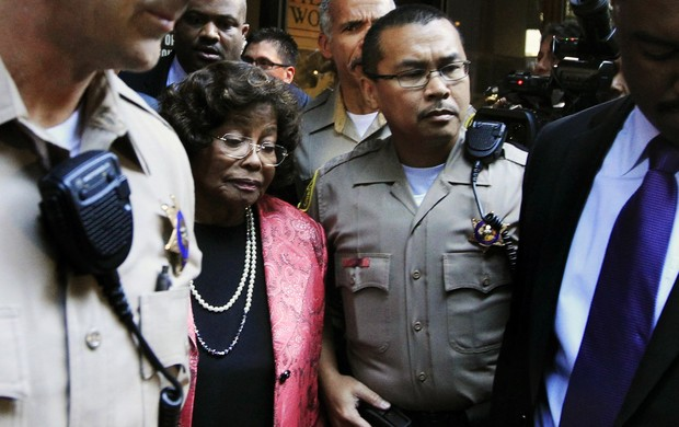 Katherine Jackson deixa o tribunal (Foto: Agência/Reuters)