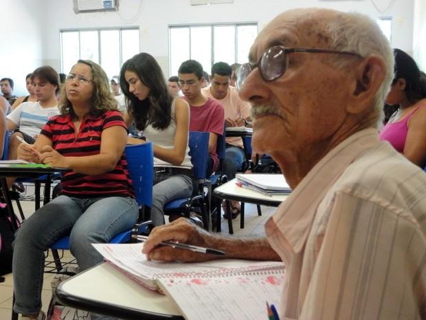 Aposentado de 86 anos é calouro em curso de matemática da UFMS (Foto: Alexandre Cabral/TV Morena)