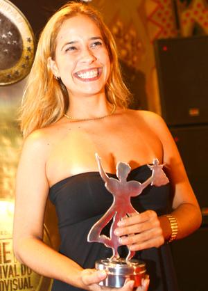 Paloma Duarte ficou com o troféu de Melhor Atriz.
