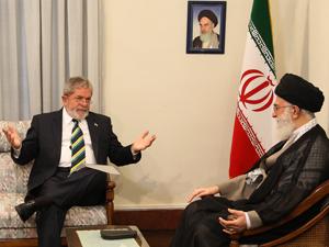 Lula é recebido por presidente iraniano para tentar acordo nuclear