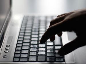 Internet, computador, digitação