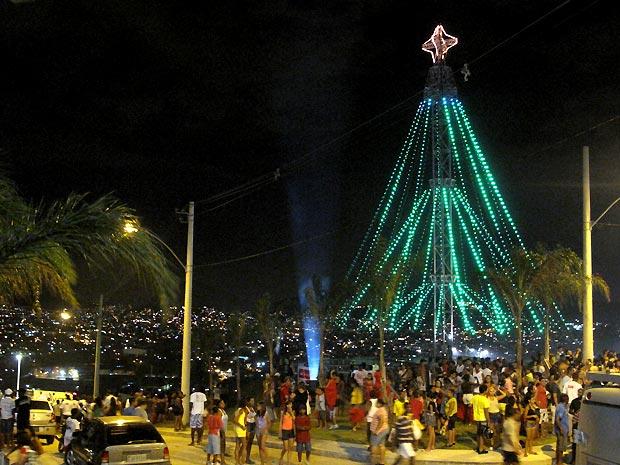 Árvore de Natal do Complexo do Alemão
