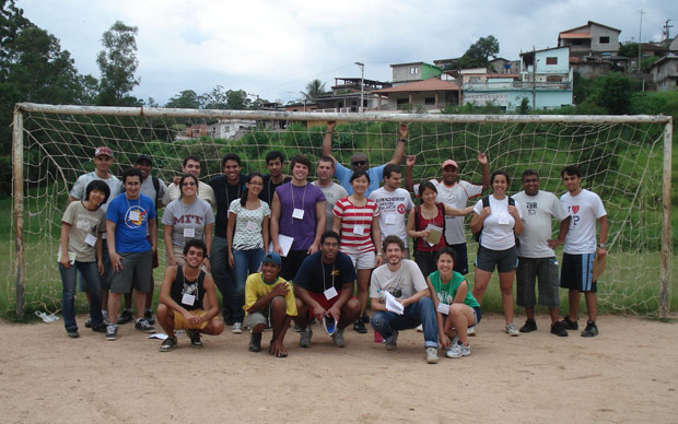 Estudantes do MIT em Embu das Artes (SP)