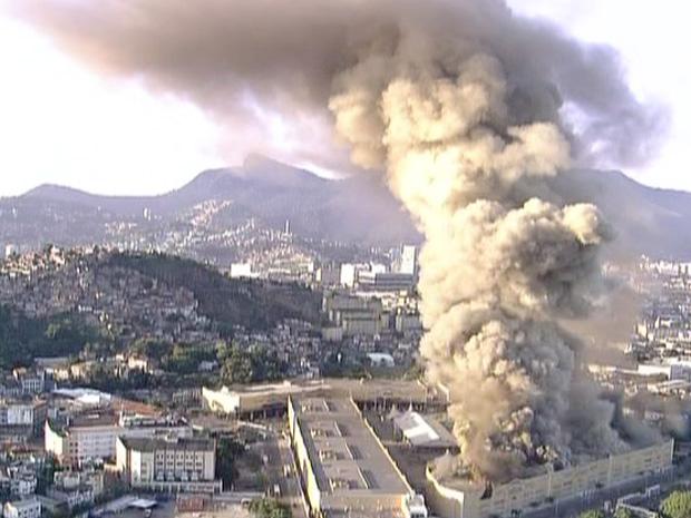 Incêndio Cidade do Samba (Foto: Reprodução / TV Globo)