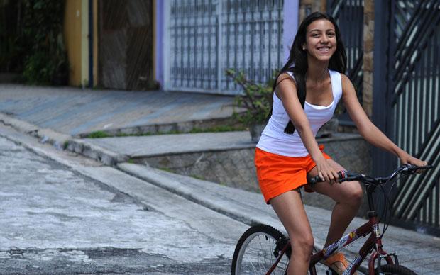 Nas horas de descanso dos estudos, Marcela gostava de andar de bicicleta (Foto: Raul Zito/G1)