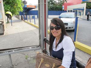 Bancária viu barata em ônibus na última quarta-feira (9) (Foto: Letícia Macedo/G1)