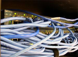 Rede com fio é mais estável que redes sem fio, mas muitos elementos podem determinar a velocidade da internet. (Foto: Divulgação)