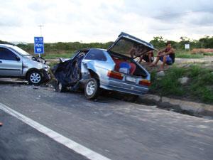 Uma pessoa morre e outra fica ferida em colisão (Foto: Everaldo Lins)
