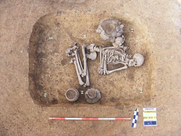 Homem homossexual pré-histórico 1 (Foto: Sociedade Arqueológica Tcheca / via BBC)