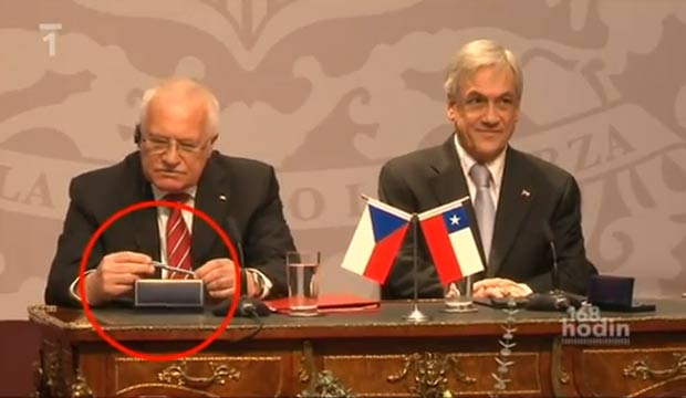 Pesidente da República Tcheca, Vaclav Klaus, teria furtado caneta. (Foto: Reprodução)
