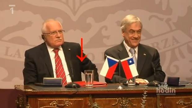 Vaclav Klaus partipava de coletiva com chileno Sebastián Piñera. (Foto: Reprodução)
