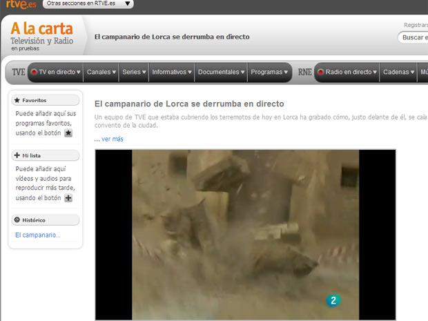TV espanhola registrou o momento em que o campanário da igreja veio abaixo (Foto: Reprodução)