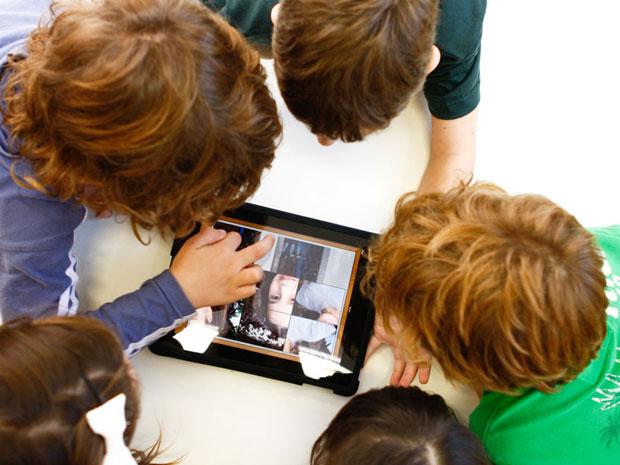 Crianças utilizam os iPads pelo menos uma vez por semana (Foto: Stúdio Aronis/ Divulgação)