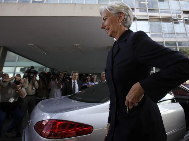 A ministra francesa da economia, Christine Lagarde, chega para reunião com o ministro da Fazenda, Guido Mantega. Lagarde está em campanha pelo comando do FMI.  (Foto: Reuters)